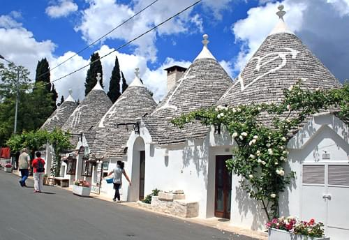 Alberobello, alberobello italy, alberobello puglia, tourist information alberobello, visiting alberobello, facts about alberobello, information on alberobello